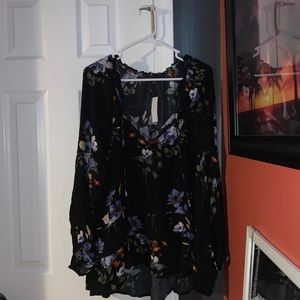 American Eagle floral Peasant Top